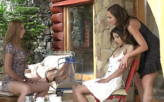 Pansy ass worship by way of threeway be expeditious for Tina Kay, Roxy Lips and Kaisa Nord