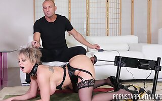 Fucking machine warming Dee up in the lead fucking and that MILF is so amoral