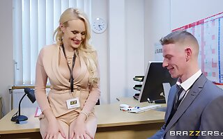 Blonde MILF tries the extreme guy's big paraphernalia anent a quick office tryout