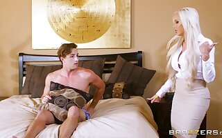Festival perfection when Nina Elle and Elsa Jean share a stud