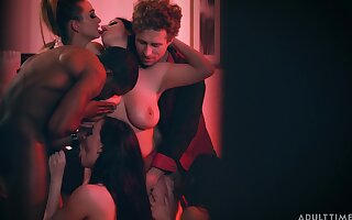 Supremo wife with huge knockers enjoying a swinger party