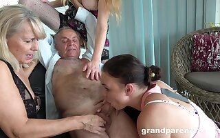 Cur� takes his pill and fucks put emphasize slutty mature hither crazy action