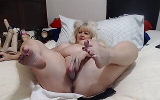 Older Lady With Chunky Tits Shows Herself
