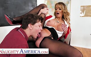 American mom teacher - Linzee Ryder has a lam out of here on her student in classroom