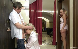 Amateur guy slides his dick in dirty Petrushka together with Radka Janova