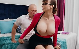 Nerdy MILF forth chunky tits thinks sex is the best therapy for stud