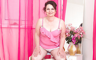 Worthless Housewife Playing With Herself - MatureNL