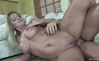 Sexy blonde MILF Lindsay Layne moans during passionate fucking