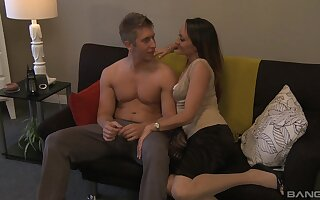 Hot wife spreads fingertips be incumbent on stepson's merciless cock, added to loves rosiness