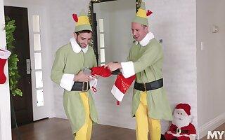 Naughty MILF Brandi Love gets two hard dicks for Christmas
