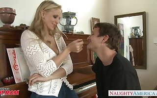 Crestfallen busty MILF Julia Ann provides her stud with not know when to stop blowjob