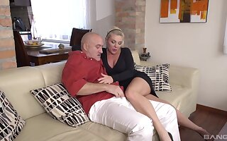 Hardcore fucking between an older suppliant together with his mature wife Krisztina