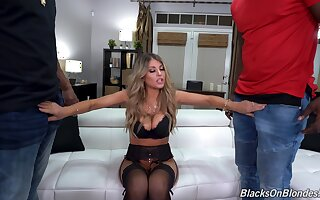 Mature handles two BBCs when hubby is war cry home