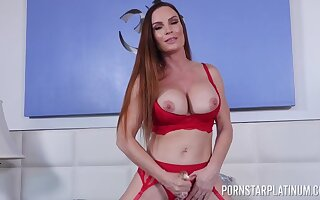 Insanely hot mom toys the brush munificence cunt while moaning and posing nude
