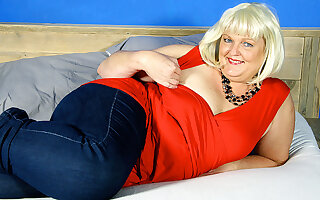 This Naughty Dutch Bbw Loves Riding Will not hear of Rubber Trifle - MatureNL