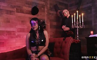 Unperceived babe Mary Jean fucked hard about an upscale sex dungeon