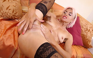 Slim figured milf Sunny stretches her mature pussy