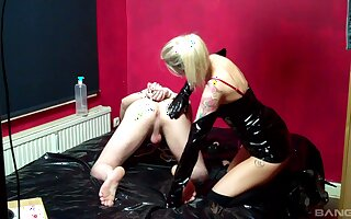 Intimate femdom leads the blonde mistress to insane anal