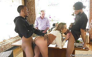 Big ass mature pornstar Richelle Ryan enjoys interracial threesome