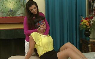 India Summer blindfols Janessa Jordan and eats her wet pussy