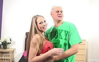 Pornstar Kara Mynor knows how to pleasure a stiff manhood