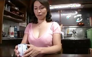 A charming mom japonse seduced young man