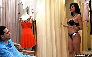 Curvy latina Shy Love has fun with young stud