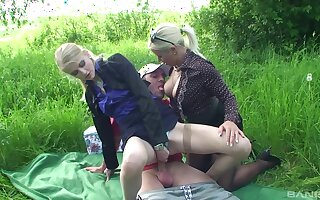 Outdoor fun near the same dick for mommy and the daughter