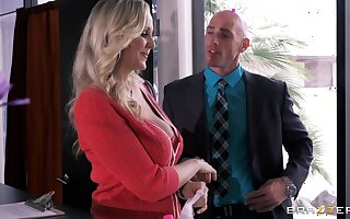 Busty Miss Lonelyhearts Julia Ann drops on her knees to please her boss