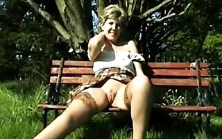 Amateur - Retro - VERY Choosing - Sara in the open legs