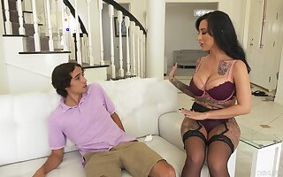 Step mom craves for the young Hawkshaw to ruin her vag