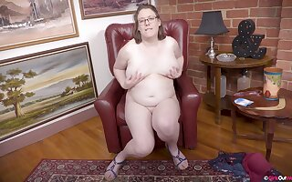 BBW slut feels her pussy completely