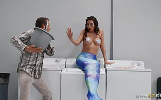 Man with steel inches suits this mermaid with get under one's dick