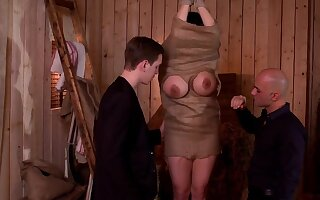 Amateur mature is set for her first role play along two young hunks