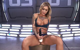 Blonde hottie amazes wits how good she can masturbate